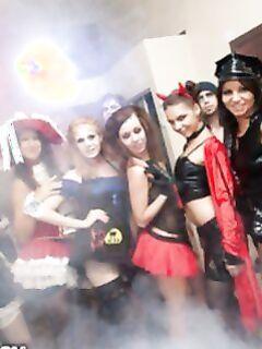 Русская порно вечеринка на Хэллоуин