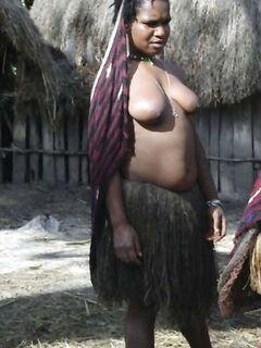 Эти негритянки без проблем ходят голыми по улицам