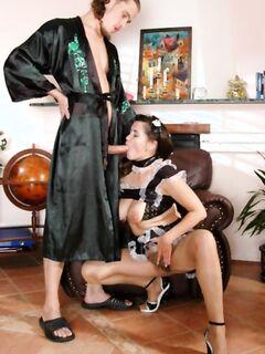 Горничная вела себя как домохозяйка.