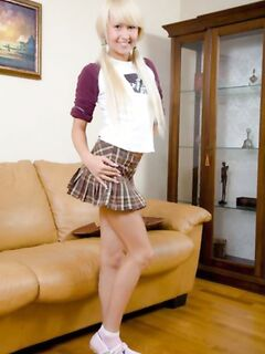 Молоденькая студентка блондинка попробовала отсосать хуй