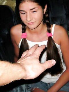 Папа трахает молоденькую русскую дочь