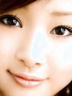 Худенькая азиатка на порно фото показывает свои густые курчавые лобковые волосы и маленькие острые соски