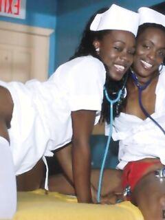 Две темнокожие сучки захотели классного секса в ЖЖМ