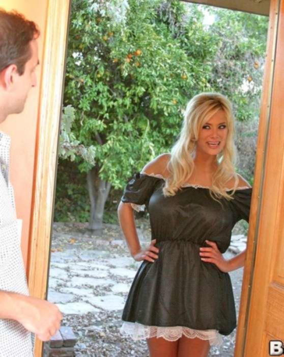 Блондинка с огромными сиськами и на каблуках принимает в себя жёсткий фаллос