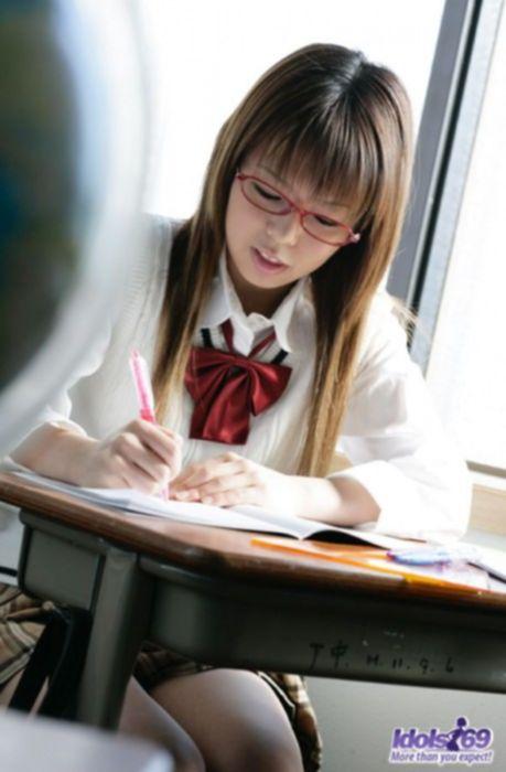 Азиатские студентки умеют возбуждать.