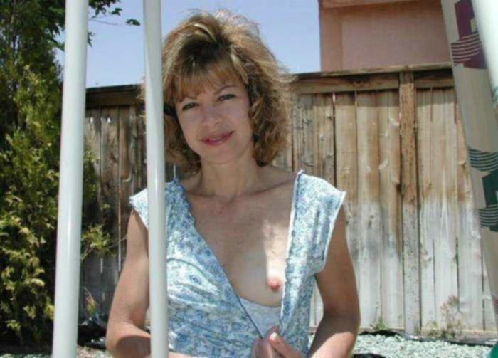 Похотливые зрелые домохозяйки на порно фото демонстрируют свои большие сиськи и сладкие киски во всевозможных эротических позах