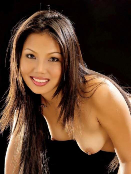 Сексуальные азиатские девушки в купальниках