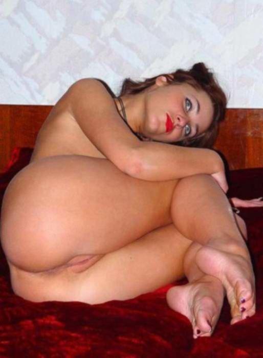 Красивые домохозяйки на приватных секс фото показывают свои большие сиськи и сладкие прелести между ножек