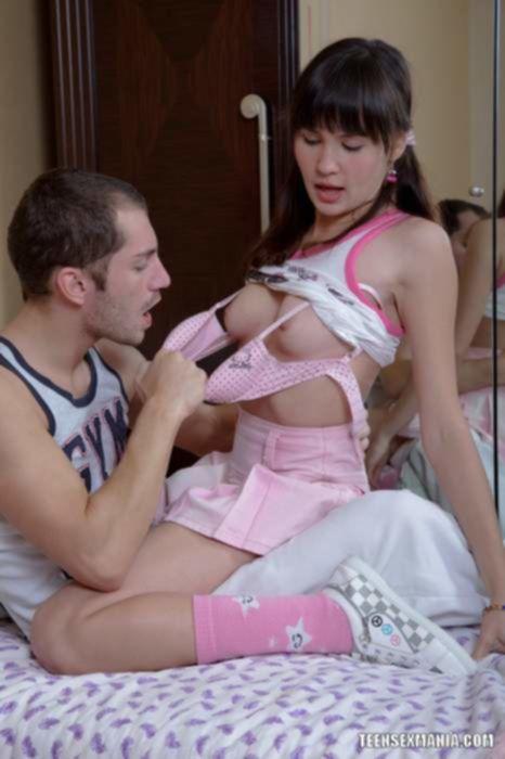 Молоденькая русская шалава познает больной анал и вкус спермы на губах