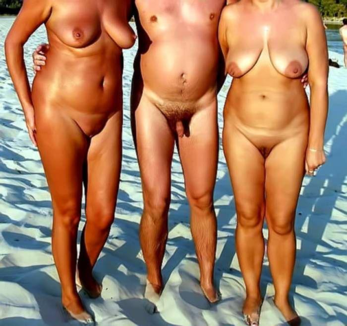 Мужик ебёт двух жён на пляже без комплексов на частную камеру