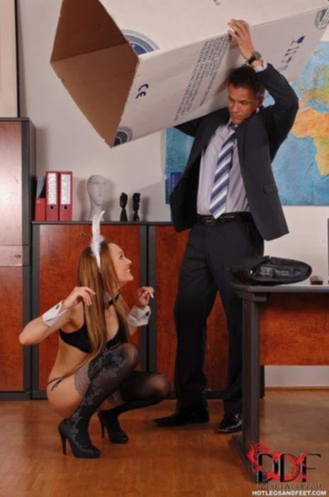Студенты заказали красивую проститутку в чулках для учителя географии
