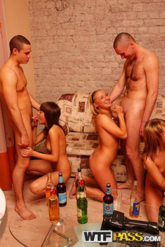 Пьяных девок пустили по кругу и ебут в анальные отверстия и сладкие похотливые вагины