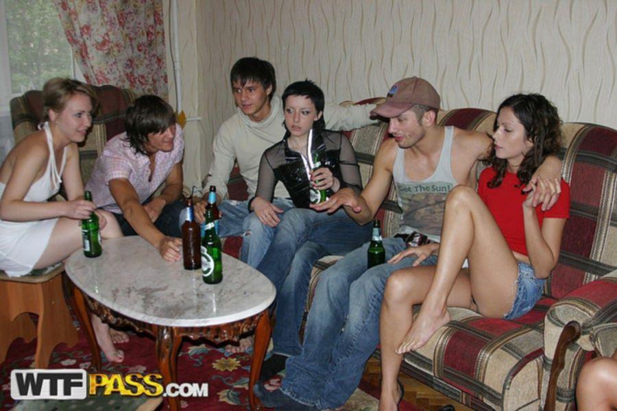 Групповуха с пьяными русскими девчонками прошла на славу
