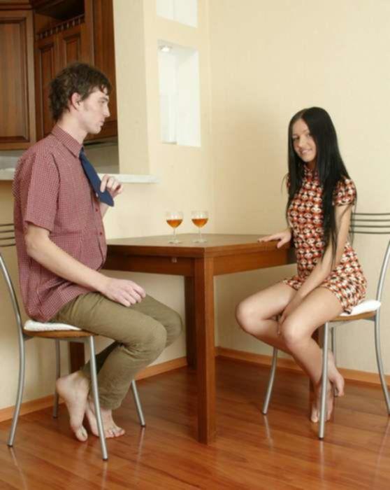 Ботан заучка трахает молоденькую подругу