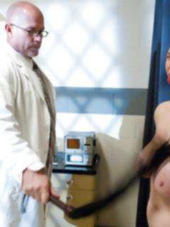 Порно бдсм с красивой, с большими сиськами медсестрой