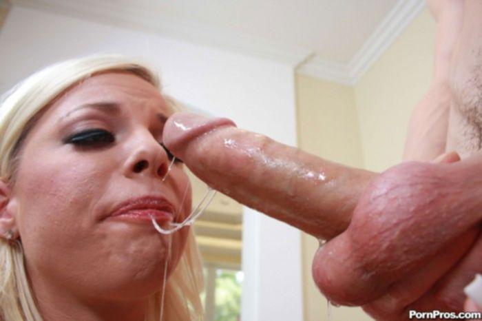 Секс с блондинкой после рыбалки.