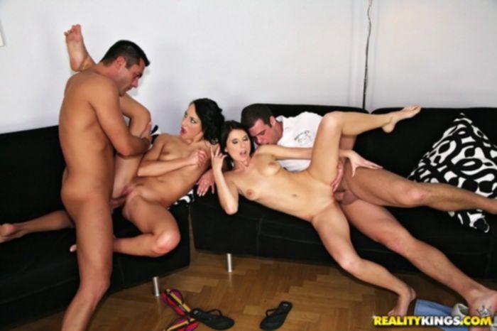 Групповой секс после игры в нарды.