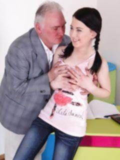 Старик трахнул свою внучку первокурсницу