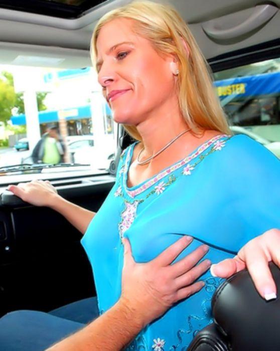 Зрелую блондинку трахает автомеханик