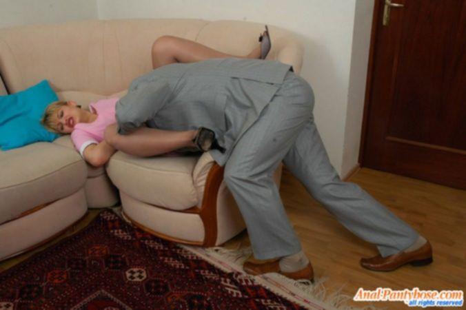 Домохозяйка в чулках не хотела трахаться