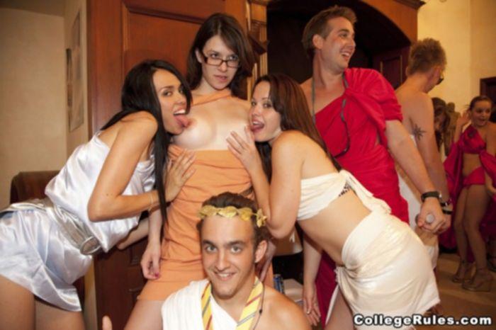 Пьяная оргия студентов в стиле императора Калигулы