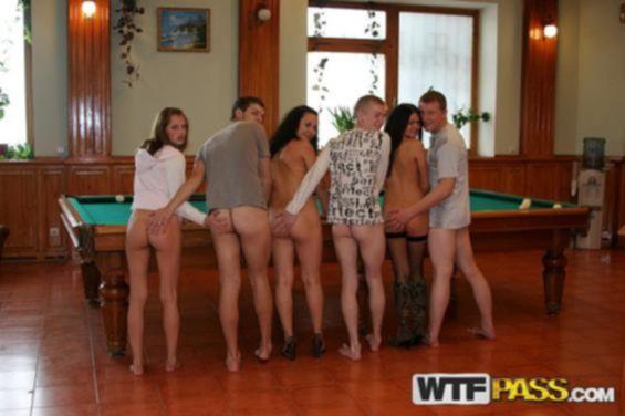 Пьяная секс оргия с элементами анального порева с русскими девочками на бильярдном столе