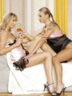 Сексуальные лесбиянки в кружевном нижнем белье