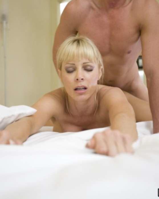 Секс в отеле со зрелой блондинкой