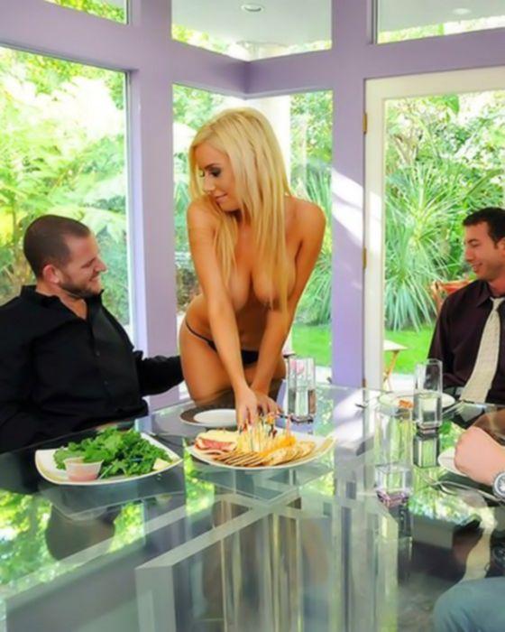Порно анал зрелой домохозяйки на кухне