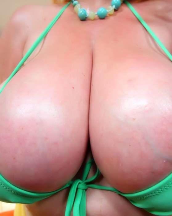 Зрелая толстушка с большими сиськами любит трахаться в попку