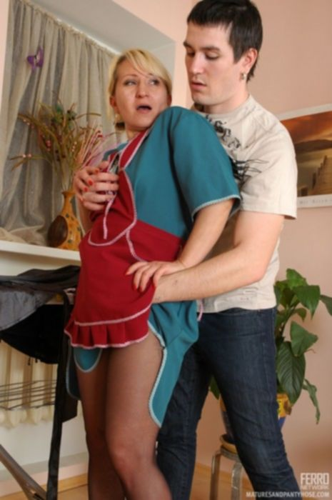 Сын трахает маму в русском инцесте