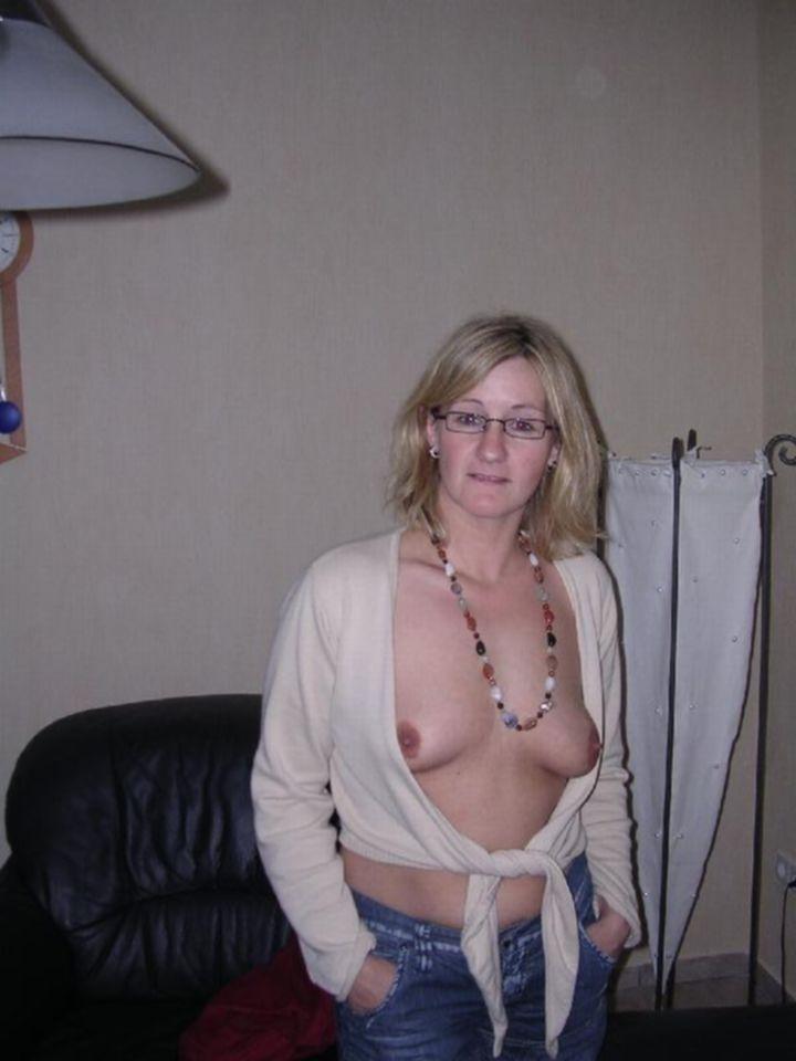 Развратницы домохозяйки позируют голыми