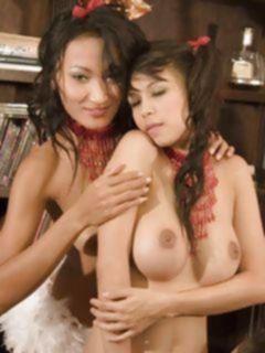 Новогодняя порно оргия молоденьких азиатских лесбиянок