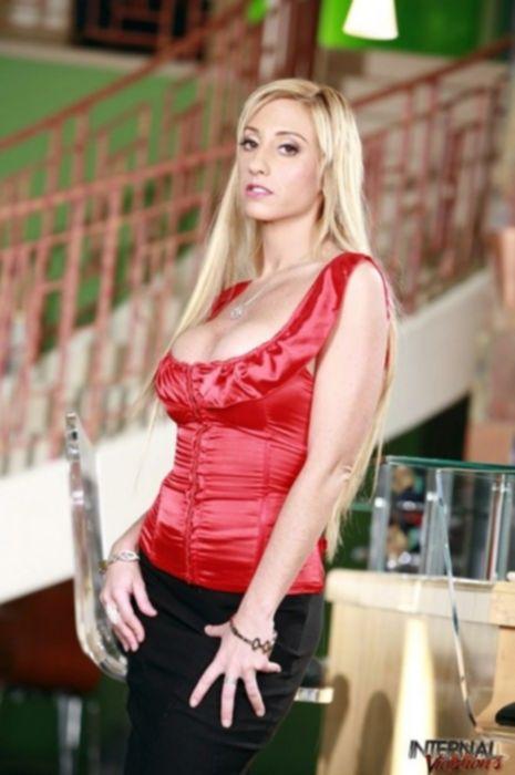 Кончил в пизду блондинки с большими сиськами