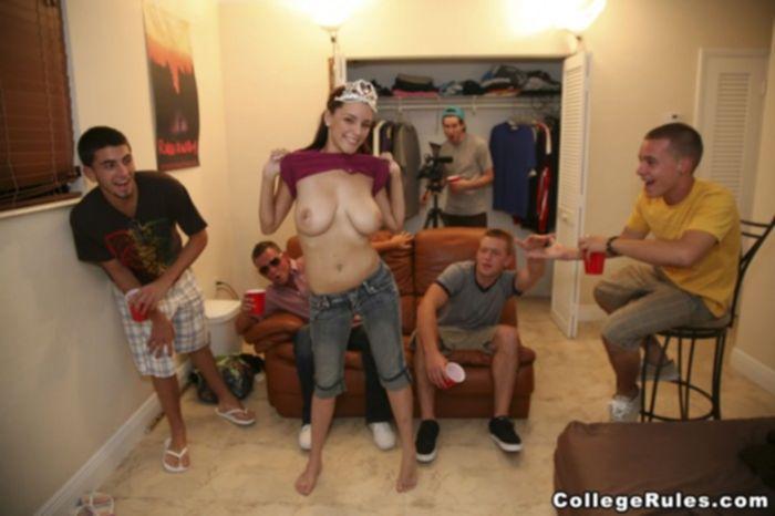 Пьяная порно вечеринка студентов