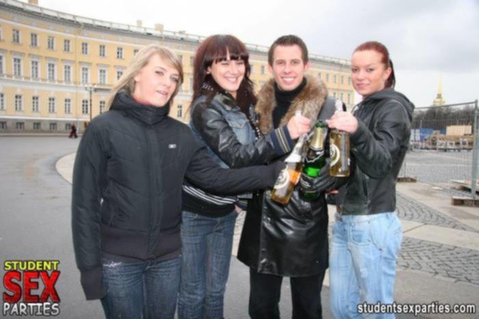 Русская групповая порно оргия с пьяными шлюхами