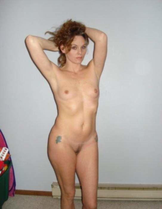 Любительское секс фото домохозяек в чулках без трусиков
